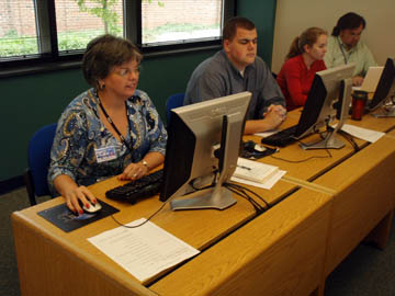 Workshop Participants Create Blogs and Embed Videos into their online classes