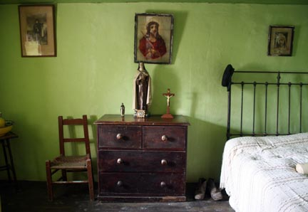 Traditional Ireland Bedroom, Photo by Andei